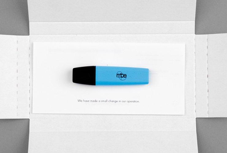 Mailing zur Namensänderung, mit Marker und  korriegertem Briefpapier des alten Unternehmens.  Ein neues Name, eine neue Farbe,  das Wesentliche bleibt.